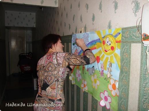 """Рисовать я особо не умею, но с гордостью вышла из ситуации :)нарисовала фон, а """"зверюшки"""" у меня появились следующим образом: нашла в интернете раскраски детские, распечатала их, раскрасила и приклеила. А позже появились облачка и цветочки для пожеланий :)"""