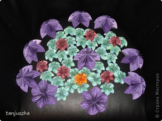 Хочу показать вам цветочки которые сделала на выходных. Купила книжку . Решила попробовать и так понравилась мне их делать что получилось так много. Моё мнение цветов много не бывает.  фото 7