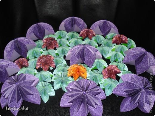 Хочу показать вам цветочки которые сделала на выходных. Купила книжку . Решила попробовать и так понравилась мне их делать что получилось так много. Моё мнение цветов много не бывает.  фото 8