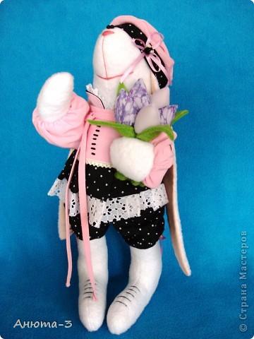 Зайка с тюльпанами фото 1