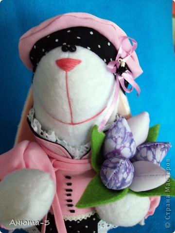 Зайка с тюльпанами фото 3