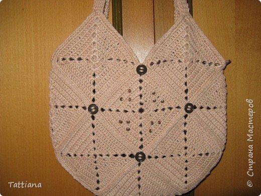 Вот такая получилась сумочка из квадратных мотивов.  Размер 28смх28см. Состоит из 13 квадратов. фото 6