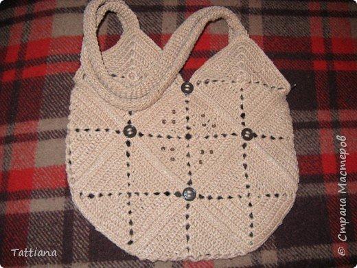 Вот такая получилась сумочка из квадратных мотивов.  Размер 28смх28см. Состоит из 13 квадратов. фото 1