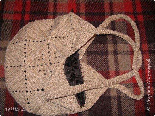 Вот такая получилась сумочка из квадратных мотивов.  Размер 28смх28см. Состоит из 13 квадратов. фото 7