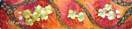 Материалы      Крепдешин.(натуральный шёлк)     Трубочка стеклянная под резерв, резерв чёрный.     Подрамник, кнопки.     Краски анилиновые профессиональные под запарку.     Кисти каланоковые.     Простой карандаш.     Крупная морская соль, мочевина. фото 8