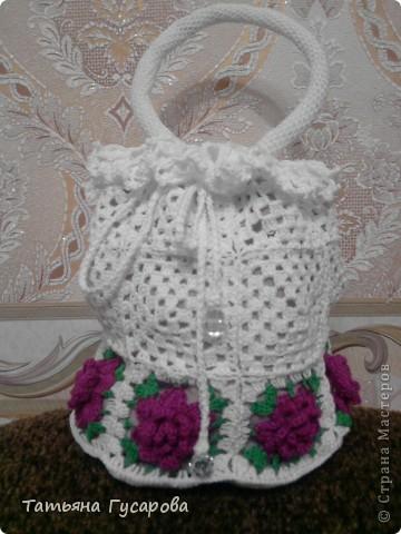 Первая моя сумочка для дочки. В процессе вязания пришла идея для изготовления сарафанчика и панамки. фото 1