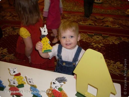 """Клуб """"Капелька"""" организован для детей с одного года до трёх лет.Мы ходим на занятия уже второй год,в этом году София (3,3)захотела приобщить и свою младшую сестрёнку Варюшу(1,6) фото 2"""