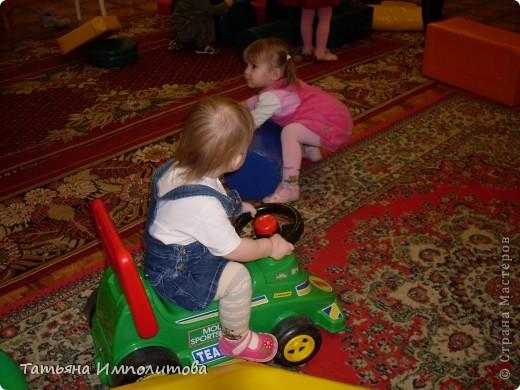 """Клуб """"Капелька"""" организован для детей с одного года до трёх лет.Мы ходим на занятия уже второй год,в этом году София (3,3)захотела приобщить и свою младшую сестрёнку Варюшу(1,6) фото 11"""
