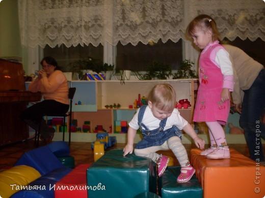 """Клуб """"Капелька"""" организован для детей с одного года до трёх лет.Мы ходим на занятия уже второй год,в этом году София (3,3)захотела приобщить и свою младшую сестрёнку Варюшу(1,6) фото 6"""