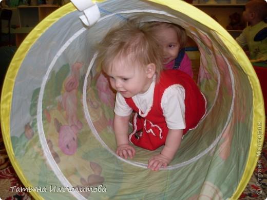 """Клуб """"Капелька"""" организован для детей с одного года до трёх лет.Мы ходим на занятия уже второй год,в этом году София (3,3)захотела приобщить и свою младшую сестрёнку Варюшу(1,6) фото 8"""