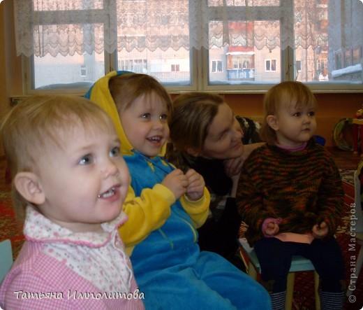 """Клуб """"Капелька"""" организован для детей с одного года до трёх лет.Мы ходим на занятия уже второй год,в этом году София (3,3)захотела приобщить и свою младшую сестрёнку Варюшу(1,6) фото 3"""