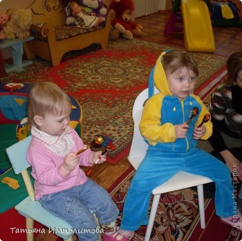 """Клуб """"Капелька"""" организован для детей с одного года до трёх лет.Мы ходим на занятия уже второй год,в этом году София (3,3)захотела приобщить и свою младшую сестрёнку Варюшу(1,6) фото 4"""