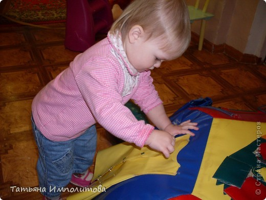 """Клуб """"Капелька"""" организован для детей с одного года до трёх лет.Мы ходим на занятия уже второй год,в этом году София (3,3)захотела приобщить и свою младшую сестрёнку Варюшу(1,6) фото 14"""