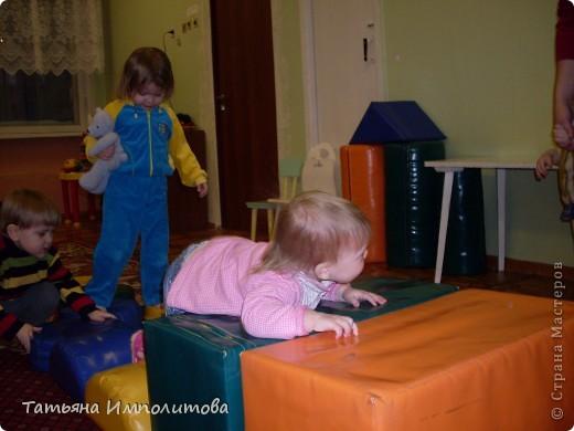 """Клуб """"Капелька"""" организован для детей с одного года до трёх лет.Мы ходим на занятия уже второй год,в этом году София (3,3)захотела приобщить и свою младшую сестрёнку Варюшу(1,6) фото 7"""