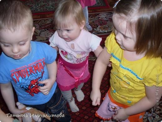 """Клуб """"Капелька"""" организован для детей с одного года до трёх лет.Мы ходим на занятия уже второй год,в этом году София (3,3)захотела приобщить и свою младшую сестрёнку Варюшу(1,6) фото 1"""