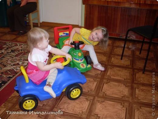 """Клуб """"Капелька"""" организован для детей с одного года до трёх лет.Мы ходим на занятия уже второй год,в этом году София (3,3)захотела приобщить и свою младшую сестрёнку Варюшу(1,6) фото 12"""