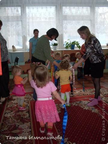 """Клуб """"Капелька"""" организован для детей с одного года до трёх лет.Мы ходим на занятия уже второй год,в этом году София (3,3)захотела приобщить и свою младшую сестрёнку Варюшу(1,6) фото 20"""