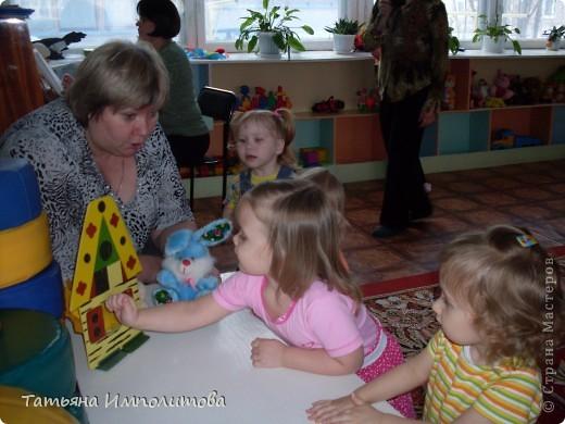 """Клуб """"Капелька"""" организован для детей с одного года до трёх лет.Мы ходим на занятия уже второй год,в этом году София (3,3)захотела приобщить и свою младшую сестрёнку Варюшу(1,6) фото 22"""