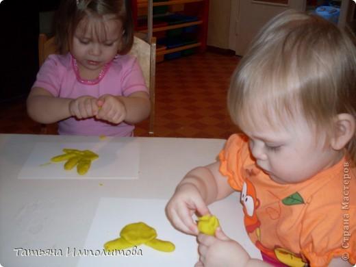 """Клуб """"Капелька"""" организован для детей с одного года до трёх лет.Мы ходим на занятия уже второй год,в этом году София (3,3)захотела приобщить и свою младшую сестрёнку Варюшу(1,6) фото 24"""