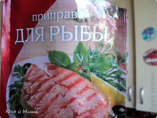 Для начала нам понадобится полкило рыбы хэк (1 шт), 1 большая морковка и 8 луковиц. Все это крупно нарезаем и закладываем в каструлю. фото 7
