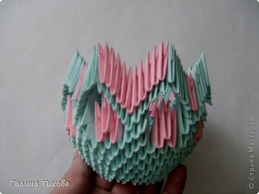 Для создания этой вазы вам потребуется 1032 модуля: 608 голубых и 424 розовых. фото 16