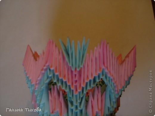 Для создания этой вазы вам потребуется 1032 модуля: 608 голубых и 424 розовых. фото 19