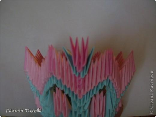 Для создания этой вазы вам потребуется 1032 модуля: 608 голубых и 424 розовых. фото 20