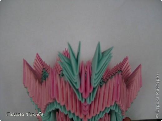 Для создания этой вазы вам потребуется 1032 модуля: 608 голубых и 424 розовых. фото 21