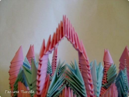 Для создания этой вазы вам потребуется 1032 модуля: 608 голубых и 424 розовых. фото 25
