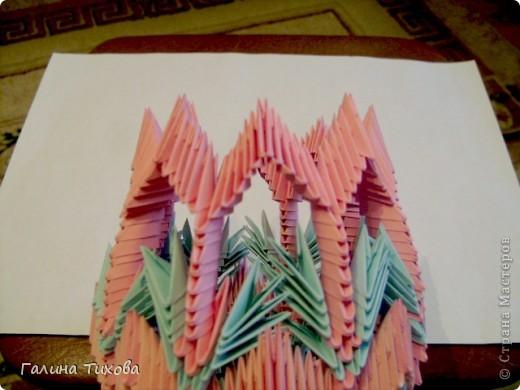 Для создания этой вазы вам потребуется 1032 модуля: 608 голубых и 424 розовых. фото 26