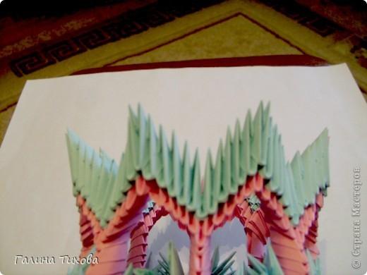Для создания этой вазы вам потребуется 1032 модуля: 608 голубых и 424 розовых. фото 28