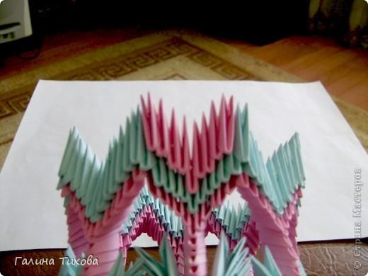 Для создания этой вазы вам потребуется 1032 модуля: 608 голубых и 424 розовых. фото 29