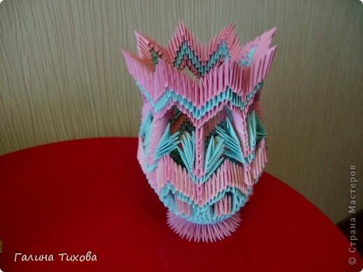 Для создания этой вазы вам потребуется 1032 модуля: 608 голубых и 424 розовых. фото 32