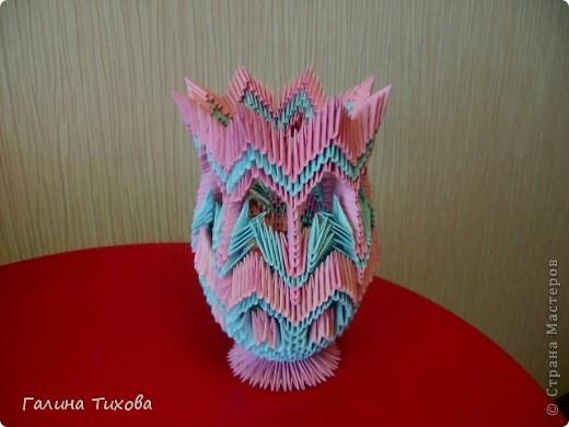 Для создания этой вазы вам потребуется 1032 модуля: 608 голубых и 424 розовых. фото 33