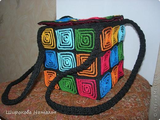1. вот моя сумка из квадратов. оригинал из кожезаменителя насмотрела в магазине, только дорого. а тут представился случай сделать что-то подобное фото 1