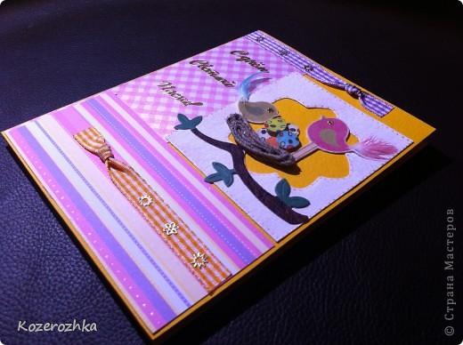 Продолжение открыточек к Пасхе. Первая открыточка: бумага для пастели, бумага из детской серии, акварельная бумага, тесьма двух цветов, вощеная нить, акриловая белая краска, кракелюрный лак, золотой контур по стеклу и керамике, золотые наклейки (надпись и цветочки), пёрышки, машинка для вырубки и тиснения, бордюрный дырокол. фото 1