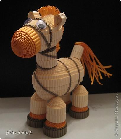 Вот такая лошадка получилась у меня. Сделала образец для кружка. Думаю, детям очень понравится. Правда не совсем Конёк-горбунок, но мне чем-то он напоминает его. фото 1