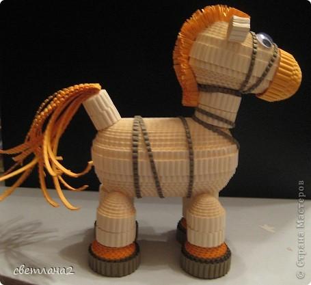 Вот такая лошадка получилась у меня. Сделала образец для кружка. Думаю, детям очень понравится. Правда не совсем Конёк-горбунок, но мне чем-то он напоминает его. фото 3