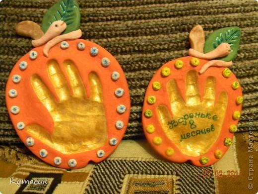Увидела в стране такие яблочки и решилась повторить. Слева ладошка моей дочки, а спарава в подарок. фото 1