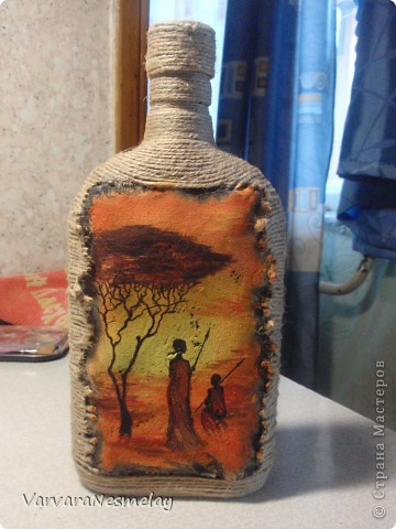 Давно хотела попробовать декор бутылочек. И вот представился случай) Другу очень по душе африканские мотивы, поэтому решила сделать бутылочку в этом стиле фото 1