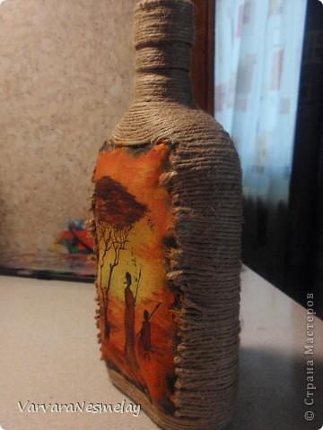 Давно хотела попробовать декор бутылочек. И вот представился случай) Другу очень по душе африканские мотивы, поэтому решила сделать бутылочку в этом стиле фото 3