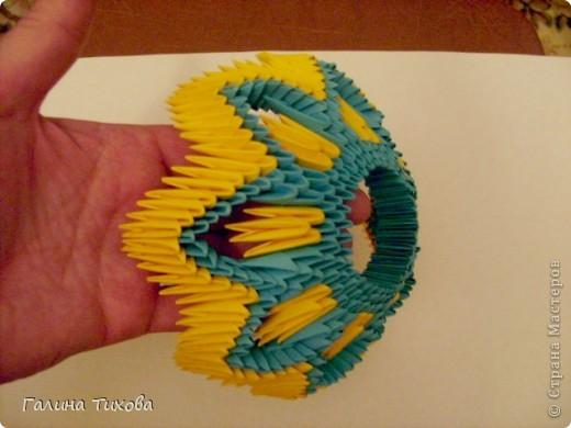 Для создания такой жар-птицы мне потребовлось:1225 модулей (772 голубых, 345 жёлтых, 96 красных, 11 белых и 1 чёрный) фото 17