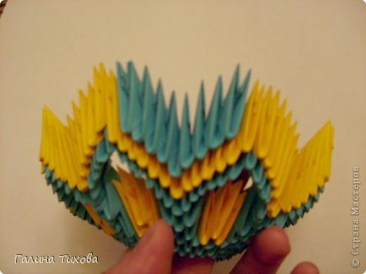 Для создания такой жар-птицы мне потребовлось:1225 модулей (772 голубых, 345 жёлтых, 96 красных, 11 белых и 1 чёрный) фото 18