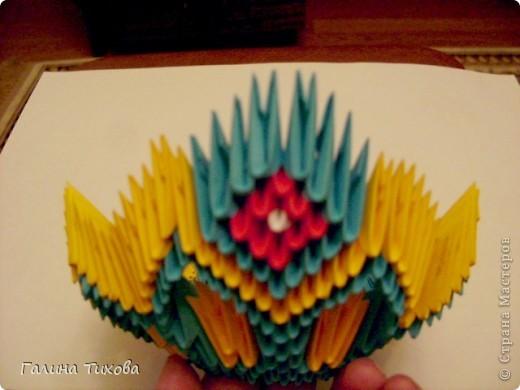Для создания такой жар-птицы мне потребовлось:1225 модулей (772 голубых, 345 жёлтых, 96 красных, 11 белых и 1 чёрный) фото 22