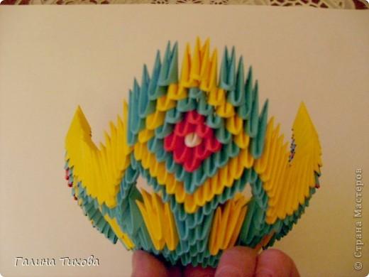 Для создания такой жар-птицы мне потребовлось:1225 модулей (772 голубых, 345 жёлтых, 96 красных, 11 белых и 1 чёрный) фото 27