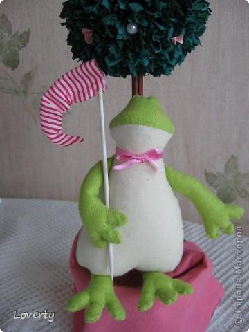 Вот такая получилась милая лягушечка. Сидит теперь она на вытяжке в кухне, наблюдает за всем происходящим))И безусловно поднимает всем настроение)) фото 1