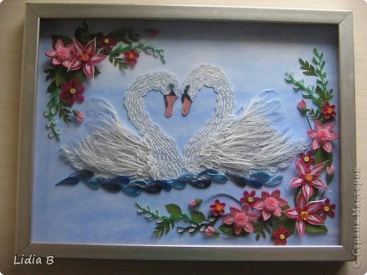 Все-таки переделала лебедей- заменила декор. Это окончательный вариант( спрятала под стекло в рамку - теперь не достать!). фото 1