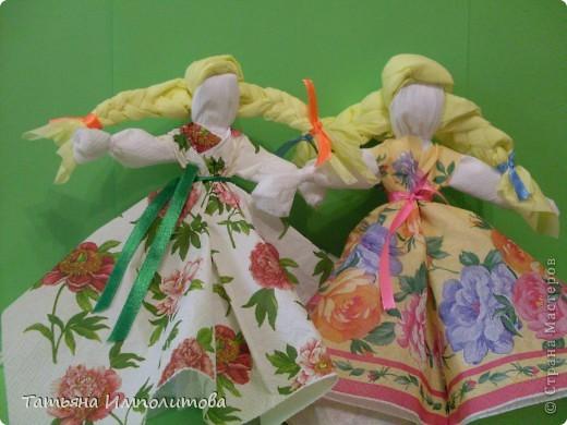 Сделать кукол из салфеток предложила Irena Stulova,вот я и попробовала фото 1