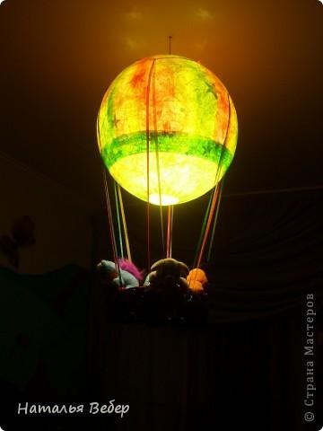 Очень хотелось удивить дочуру,ну и, к слову сказать, люстры у нашего ребенка в комнате не было,все никак подходящую найти не могла.Под руку попался каталог Икеа,там увидела шитый мобиль в форме воздушного шара!!!!!!для малышей,пришла в голову идея по созданию люстры с путешественниками.... фото 9