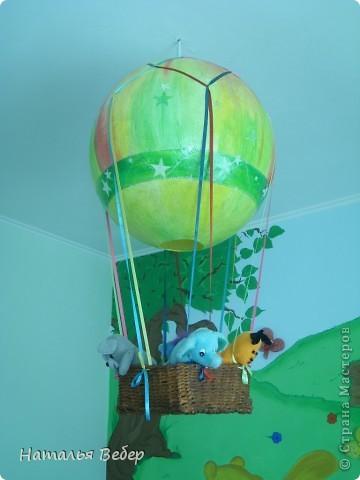 Очень хотелось удивить дочуру,ну и, к слову сказать, люстры у нашего ребенка в комнате не было,все никак подходящую найти не могла.Под руку попался каталог Икеа,там увидела шитый мобиль в форме воздушного шара!!!!!!для малышей,пришла в голову идея по созданию люстры с путешественниками.... фото 7